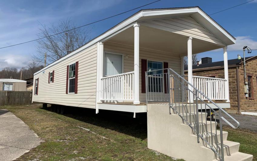 Fleetwood pure 16×56 porch model